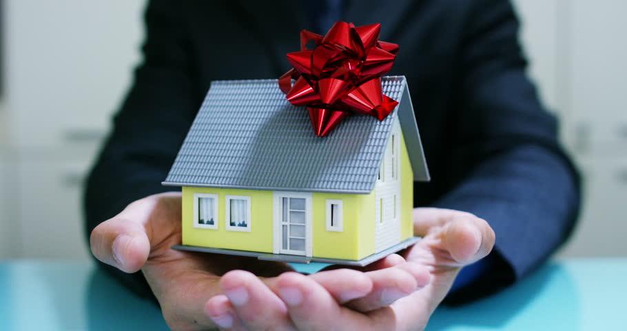 Дарение квартиры: можно ли отменить?!