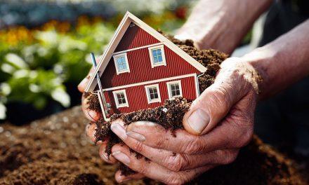 Как оформить договор дарения земельного участка между родственниками?